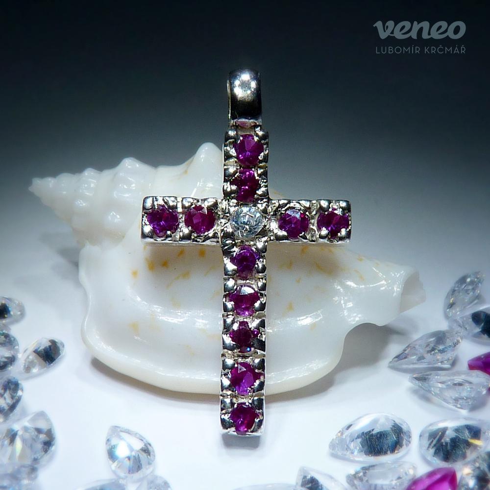 Veneo Kříž 3008 - přívěsek s rubíny a zirkonem, Materiál: Stříbro, ryzost 925/000 - Z3008/kz1.kz0