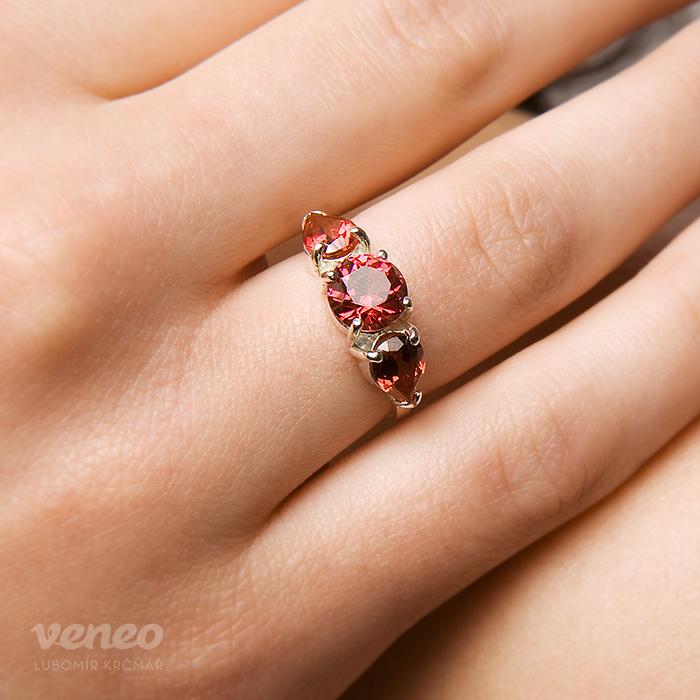 Veneo Audrey – prsten s rubíny, Materiál: Stříbro, ryzost 925/000, Velikost: 40 - P3064/kz1.kz1