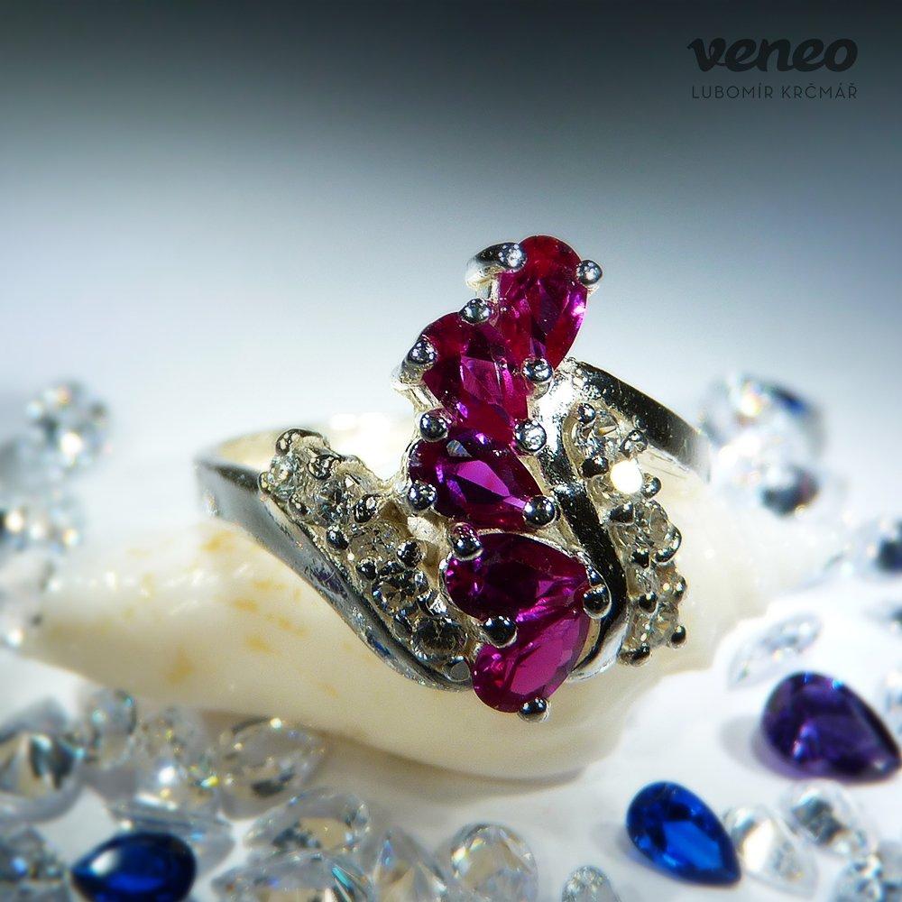 Veneo Viktorie - prsten s rubíny a čirými zirkony , Materiál: Stříbro, ryzost 925/000 - P3082/kz1.kz0